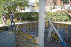 Das neue Gartengerätehaus und der Carport nehmen langsam Formen an