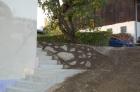 Die betonierte Stiege hinter dem Pfarrhof
